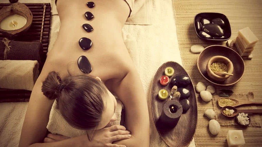 masažas akmenimis